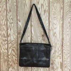 NWT Wilsons Leather classic black messenger bag